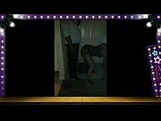 Видео женщины показывают письки