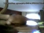 Мужчина похотливо мнет грудь женщине видео