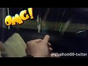 Секс с водителем в машине скромница