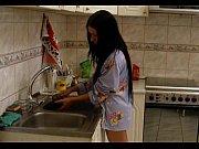 Голая грудастая девушка моется в речке видео