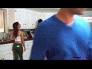 Красивая студентка раздивается видео