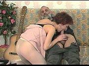 Отчим р подсматривает за своей падчерицей и трахает ее