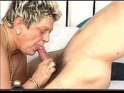 Секс похотливую красивую зрелую трахает самец с большим хуем