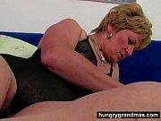 бабка с большими сиськами учит сосать хуй