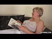 Порно видео очень сочная сексуальная домохозяйка пристает к пареньку