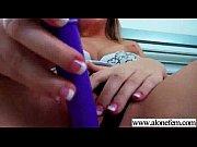 Девка глотает сперму из миски