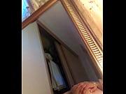 Мама сосет у сына в ванной комнате