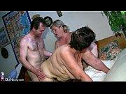 Смотреть как красивая девушка делает массаж члена