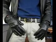 masturbándose con guantes de cuero negro onto arranque florsheim