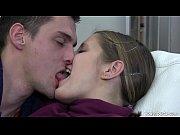 Порно сперма вытекает из дырок в рот