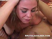 Порно развратная мама учит свою дочку правильно трахаться
