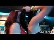 Девушке засовывают член в письку видео
