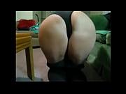 Сильно обтягивающие джинсы влазят письку порно фото фото 586-97