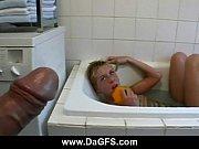 Видео лесби ванной случайное видео