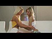Видео русская зрелая показала грудь