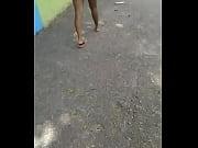 Женщины за деньги показывают писи на улице