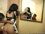 девушка ищменяет парню с его другом в присутствии его