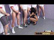 Порно девка накручивает на хуй жвачку о сосет