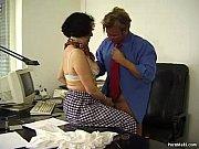 фото девушек в юбках без трусиков стоящих раком