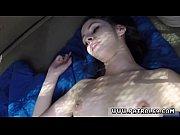 Девушка трахается и мастурбирут фалоиметатором