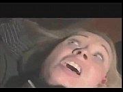 Девушки разбивают лицо парня ногами