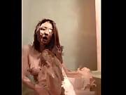 Черная девушка старая берет в рот белого
