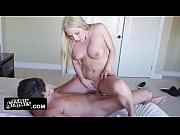 жена делает минет спящему пьяному другу своего мужа