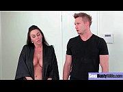 Смотреть порно трахнул грудастую сестру в душе