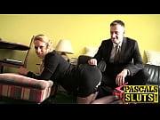 сногсшибательная сексуальная блондинка раздевается
