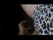 Видео мужчина ласкает грудь женщин