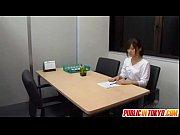 【人妻動画】ポニーテールの清楚系美人が階段でパコられるアダルト動画です。