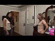 Секс 2 девушки и 1 парень видео короткое