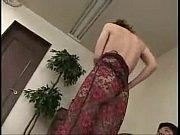 Женщины в коротких юбках раздвигают ноги