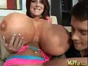 Лезбиянки порно дочь ласкает маму
