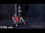 Муж с женой трахают резиновую куклу видео