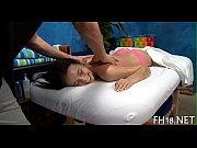 Мужик жестко трахает девку на диване порно видео