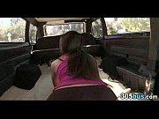 Отец жениха трахает невесту в лимузине