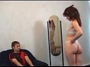 Жена подглядывает за мужем и мастурбирует