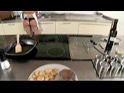 Смотрет порно ролик муж с женой глубокый минет