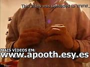 Novinha mostrou os peitos para o amigo pelo skype