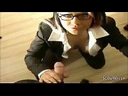 Sikwap.info Chefin lutscht den grossen Schwanz vom Angestel...