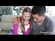 Ебет беременную на кухне раком