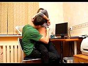 Порно видео лесбиянка бьет девушку по пизде