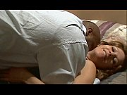 Порно лесбиянки трахают друг друга в рот