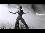 2 feet Beyonce