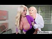 Мама переодевается перед сыном порно