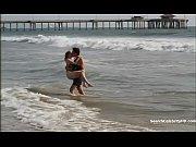 Две женщины с огромной грудью целуют грудь видео