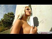 Порно блондинки у бассейна онлайн