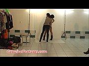 Шикарная красотка сексуально танцует в масле видео