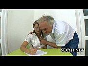 Порно жену уговорил на секс в троем